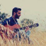 Δημήτρης Μπάκουλης: «Η μουσική είναι μια σανίδα σωτηρίας, η οποία δουλεύει σε κάθε είδους ναυάγιο»